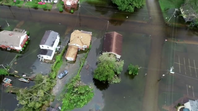 an aerial shot from a drone showing flooding in the aftermath of hurricane florence on september 15 2018 in new bern north carolina - aerial or drone pov or scenics or nature or cityscape stock-videos und b-roll-filmmaterial