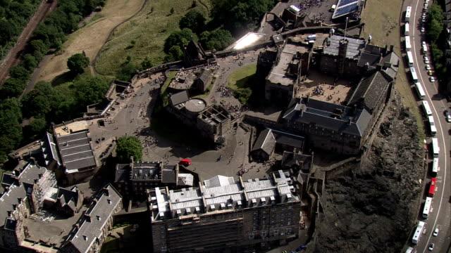an aerial shot over edinburgh castle. available in hd. - edinburgh castle stock videos & royalty-free footage