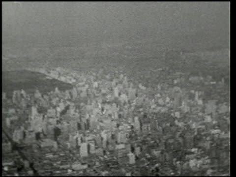 vidéos et rushes de an aerial trip over new york - 2 of 8 - prelinger archive
