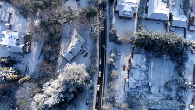 an aerial video of surrey roads at rush hour after snow fall havoc on february 28th 2018 in this aerial by david goddard getty images - サリー州点の映像素材/bロール
