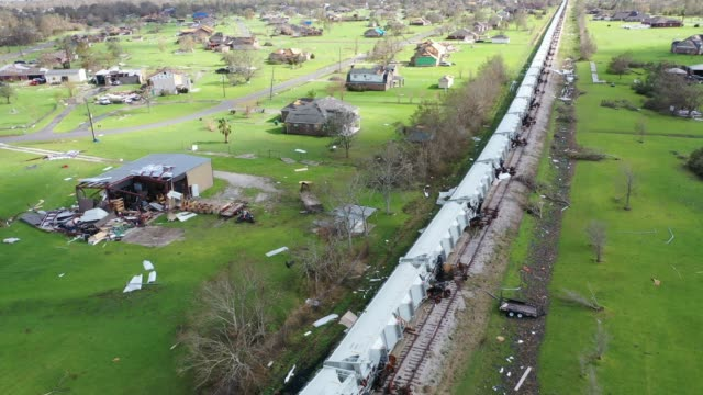 vidéos et rushes de an aerial view from a drone shows derailed cars and debris after hurricane laura passed through the area on august 29, 2020 in lake charles,... - gulf coast states