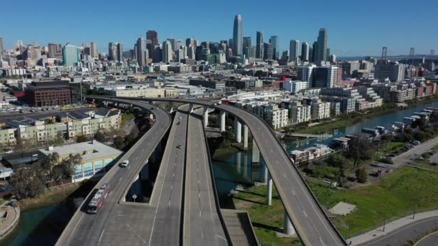 vídeos y material grabado en eventos de stock de an aerial view from a drone shows lighter traffic than usual on interstate 280 on march 26, 2020 leading into san francisco, california. with... - san francisco