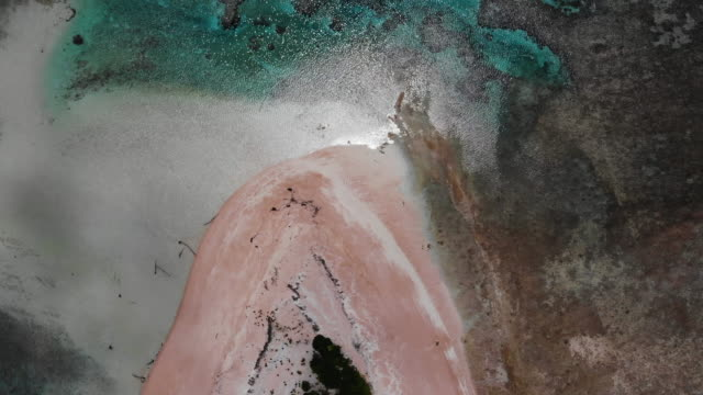 vídeos de stock e filmes b-roll de an aerial view of an islet on november 26 the lowlying south pacific island nation of tuvalu holds about 11000 people and has been classified as... - ilhas do pacífico