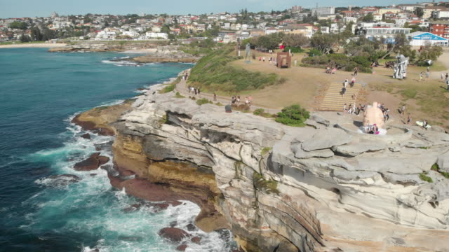 vídeos de stock, filmes e b-roll de an aerial view of bondi to bronte coastal walk in new south wales australia - praia de bondi