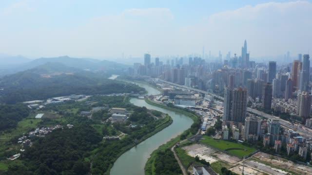 una vista aerea del paesaggio urbano del centro di shenzhen, in cina (diurno) - famous place video stock e b–roll