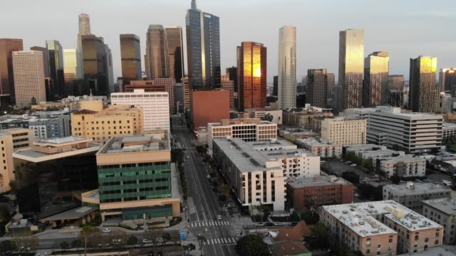 an aerial view of light traffic downtown shortly before sunset amid the coronavirus pandemic on march 31, 2020 in los angeles, california. most... - city of los angeles stock videos & royalty-free footage
