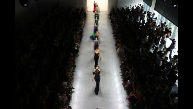 an aerial view of models walking the runway for tadashi shoji during new york fashion week: the shows at gallery i at spring studios on september 6,... - ニューヨークファッションウィーク点の映像素材/bロール