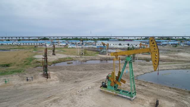 vídeos y material grabado en eventos de stock de an aerial view of oli pumping units at daqing oil field on may 20 2017 in daqing china daqing is one of the most important oil city in china - estación de bombeo