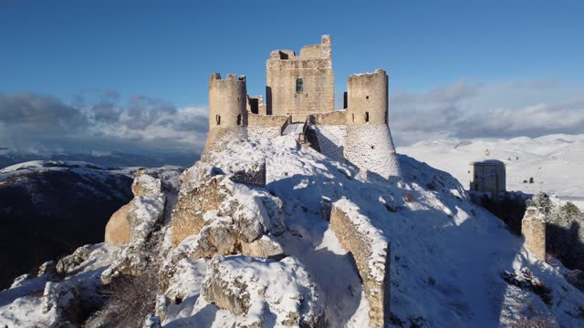 an aerial view of rocca calascio with snow, abruzzo, italy on december 29, 2020. a disturbance is crossing italy and bringing cold temperatures and... - neve stock videos & royalty-free footage