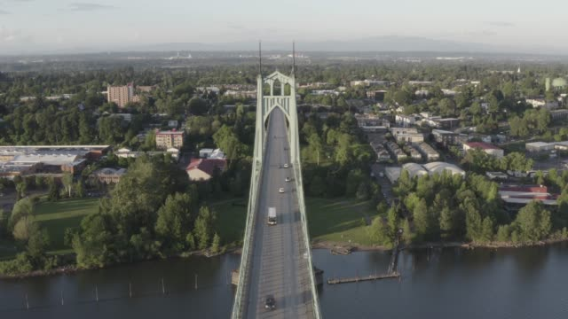 an aerial view of st johns bridge portland. oregon. usa. - ポートランド セントジョンズ橋点の映像素材/bロール