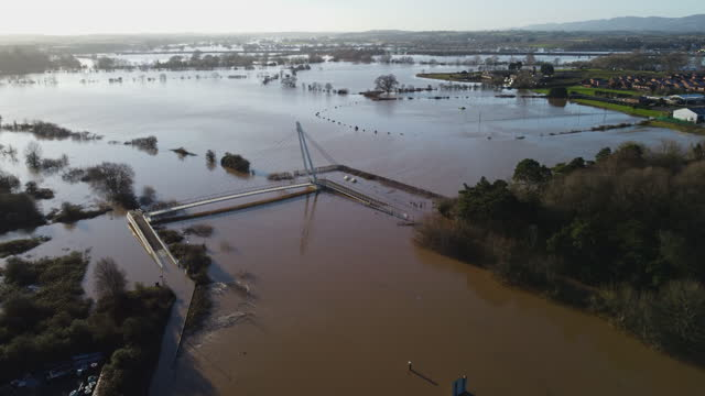 an aerial view of the flood water breaking the banks of the river severn on january 22,2021 in worcester, england. heavy rainfall coupled with rapid... - breaking stock videos & royalty-free footage