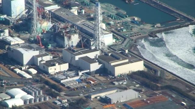 vidéos et rushes de an aerial view of the fukushima no 1 nuclear power plant shot on february 28 2012 - centrale nucléaire