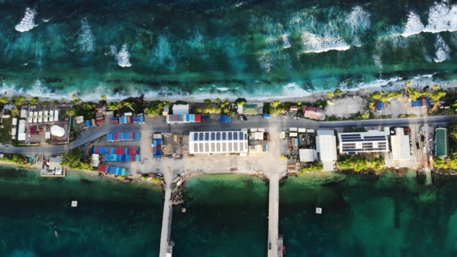 vídeos de stock, filmes e b-roll de an aerial view of the port between the pacific ocean and lagoon on november 27, 2019 in funafuti, tuvalu.the low-lying south pacific island nation of... - south pacific ocean