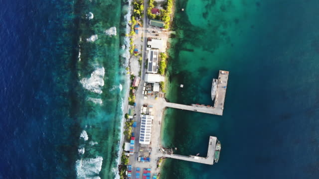 vídeos de stock, filmes e b-roll de an aerial view of the port on november 27, 2019 in funafuti, tuvalu. the low-lying south pacific island nation of tuvalu holds about 11,000 people... - south pacific ocean