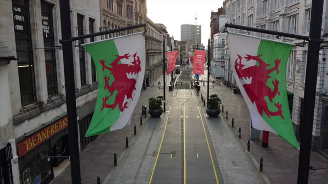 an aerial view of wales flags blowing on an empty st. mary street on the day of the wales six nations game against ireland on february 7, 2021 in... - カーディフ点の映像素材/bロール