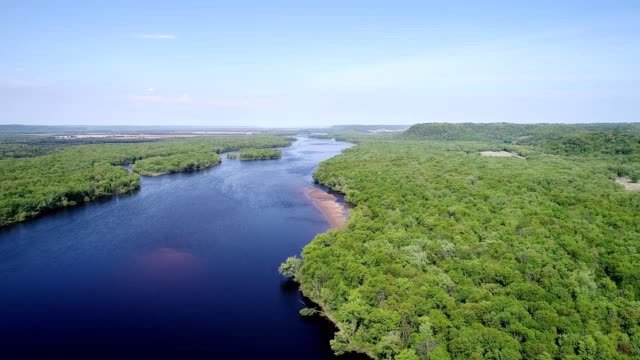 an aerial view over the mississippi river in otsego minnesota - südliche bundesstaaten der usa stock-videos und b-roll-filmmaterial