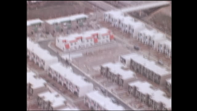 an aerial view shows terrace houses in the tama new town housing development. - 1976年点の映像素材/bロール