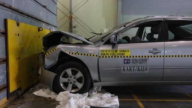 an airbag deflates after being deployed in front of a crash test dummy inside a hyundai motor co. nf sonata vehicle during a head-on crash test at 48... - crash test stock videos & royalty-free footage