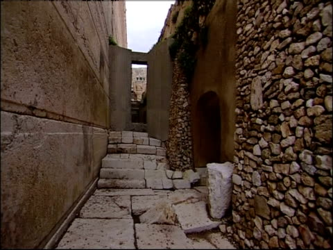 an alley with stone steps runs alongside the ruins of the temple mount. - gerusalemme est video stock e b–roll