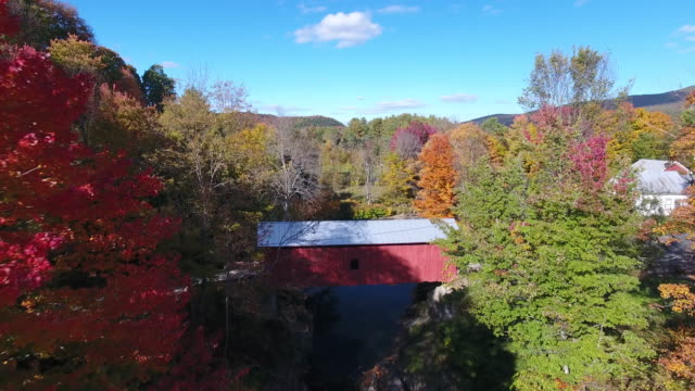 an amazing aerial view of slaughterhouse covered bridge. vt. usa - vermont stock-videos und b-roll-filmmaterial