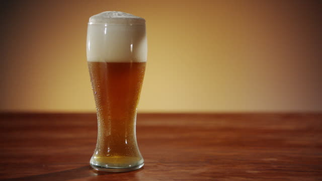 An Amber Ale settling in a Glass