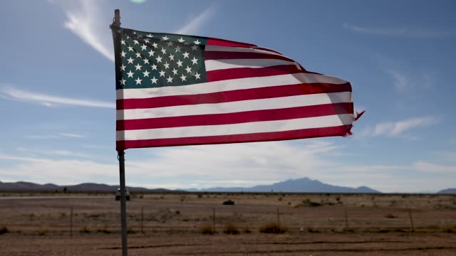 vídeos y material grabado en eventos de stock de an american flag flies in the hachita cemetery which is the closest town to the antelope border crossing between the united states and mexico on... - texas