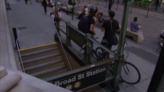 an american flag hangs on the new york stock exchange across from the subway steps of broad street station. - ペディメント点の映像素材/bロール