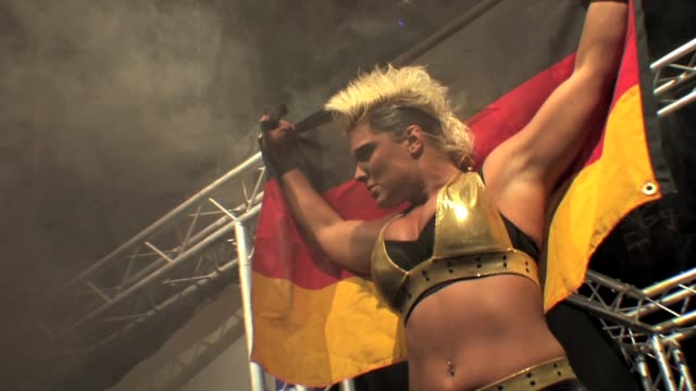 stockvideo's en b-roll-footage met an american style professional wrestling match sequence. - worstelen