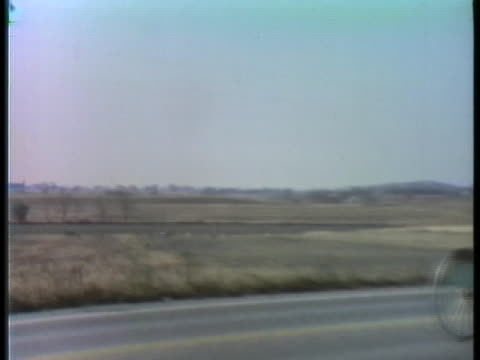 an amish couple rides in a horse-drawn buggy. - amische stock-videos und b-roll-filmmaterial