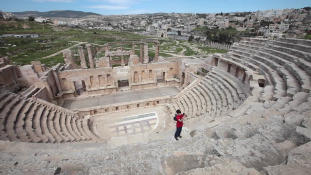 vídeos y material grabado en eventos de stock de an amphitheatre in the ancient roman city of gerasa in jerash, jordan - anfiteatro