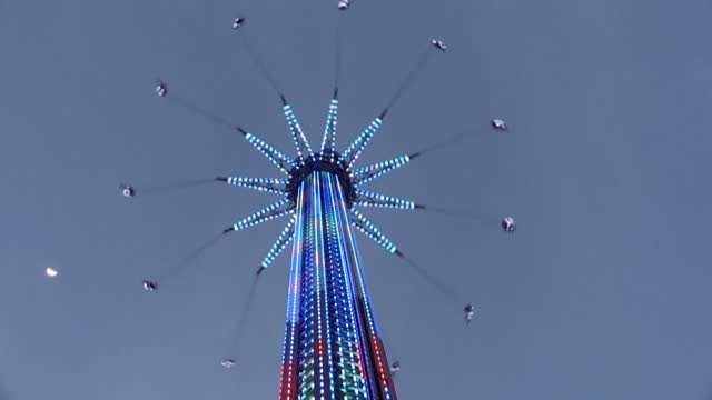 ARE: Dubai launches world's tallest swing ride