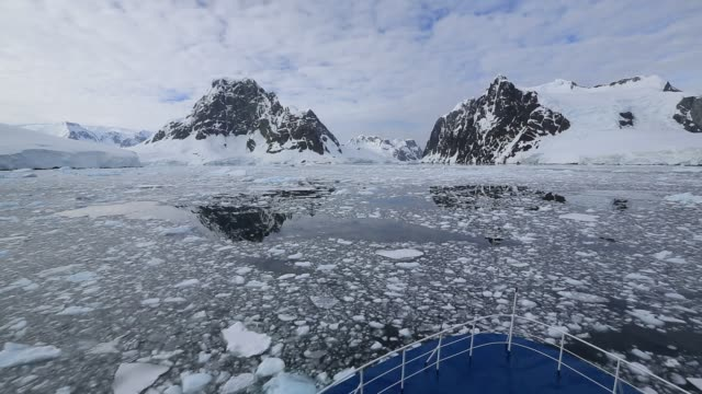 an antarctic cruise ship in the lemaire channel, graham land, antarctic peninsular. - antarctica melting stock videos & royalty-free footage