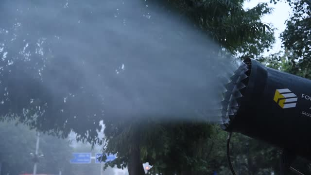 an anti smog gun is being used to curb pollution level at phq, on 08 january 2021 in new delhi, india. an anti-smog gun sprays atomised water into... - 放水砲点の映像素材/bロール