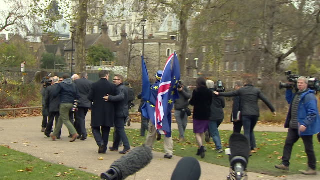 an antibrexit protester confronting dup mp's in wesminster - 対決点の映像素材/bロール