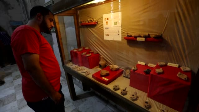 an antiquities museum said to house one of the world's oldest dictionaries reopens in the northern syrian city of idlib in syria's rebel held... - arte dell'antichità video stock e b–roll