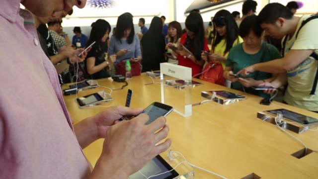 an apple inc iphone 6 stands on display at the companys causeway bay store during the sales launch of the iphone 6 and iphone 6 plus in hong kong,... - プラスキー点の映像素材/bロール