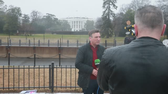 an arabic speaking television reporter for the russian network rt does a stand up shot in the rain in front of the white house on donald trump's... - 2017 stock videos & royalty-free footage