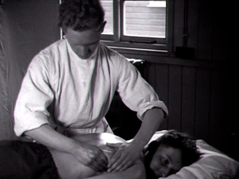 an army recruit has a massage at an army training centre - military recruit点の映像素材/bロール