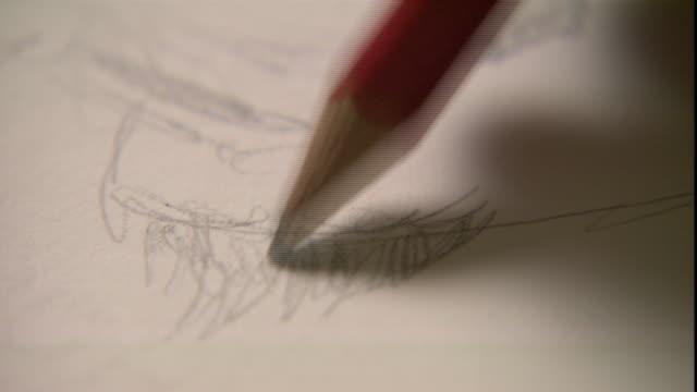 vídeos y material grabado en eventos de stock de an artist sketches a portrait. - croquis
