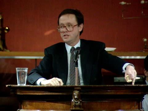 vídeos de stock e filmes b-roll de an auctioneer at sothebys sells alexander fleming's original mould specimen for twenty thousand pounds 08 march 1996 - porta amostra