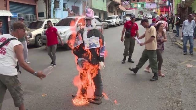 vídeos y material grabado en eventos de stock de an effigy of venezuelan president nicolas maduro his us counterpart donald trump and many others actors of the actual political crisis were set... - judas