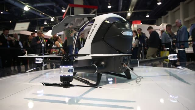 an ehang passenger drone sits on display at the 2016 consumer electronics show in las vegas nevada us on wednesday jan 6 2016 the ehang 184 is the... - passagier stock-videos und b-roll-filmmaterial