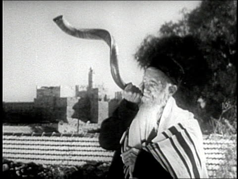 an elderly jewish man in traditional dress blows a shofar - traditional clothing stock videos & royalty-free footage