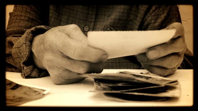 Eine ältere Person gerade Foto.