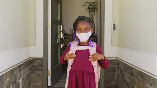 an elementary school student going to school with face mask - education stock videos & royalty-free footage