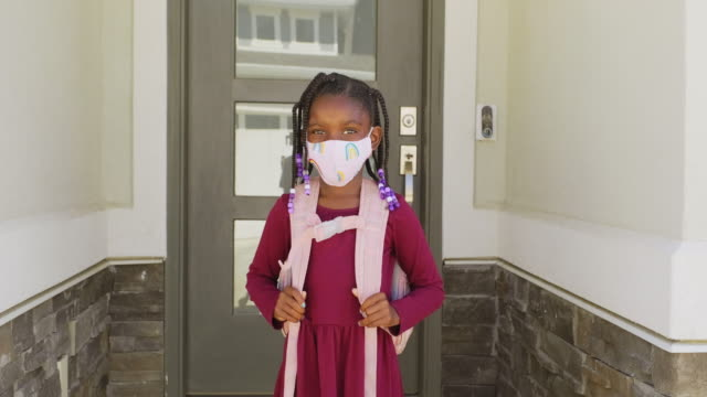 an elementary school student going to school with face mask - primary age child stock videos & royalty-free footage