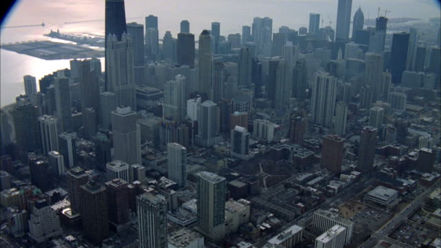 an elevated train travels throughout the city of chicago. - chicago elevated stock-videos und b-roll-filmmaterial