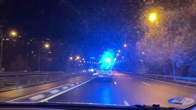 vidéos et rushes de an emergency ambulance to a hospital - blessure physique