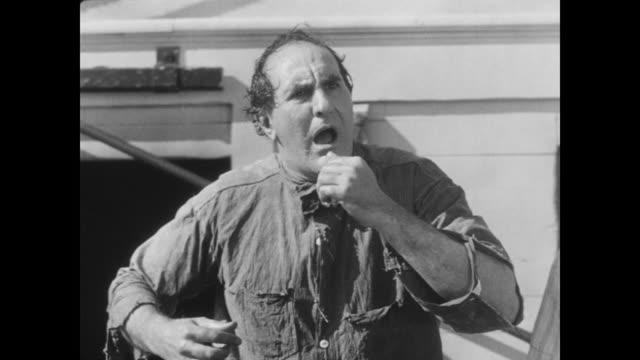 vidéos et rushes de 1928 an emotional man yells - 1928