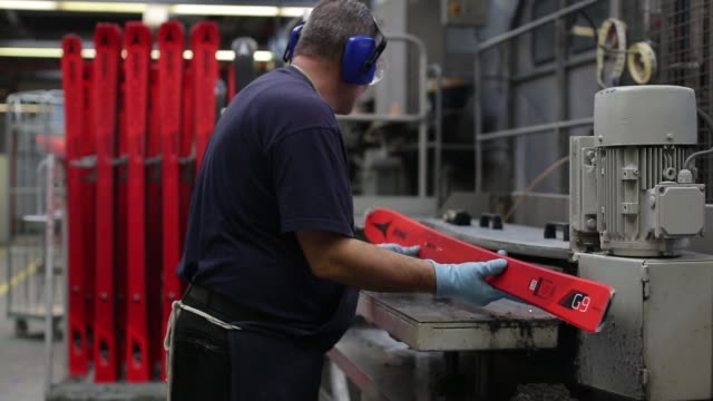 stockvideo's en b-roll-footage met an employee assembles a layer of a ski on the production line at the atomic austria gmbh a unit of amer sports oyj pro center manufacturing facility... - oostenrijkse cultuur